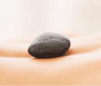 masaje piedra volcanica